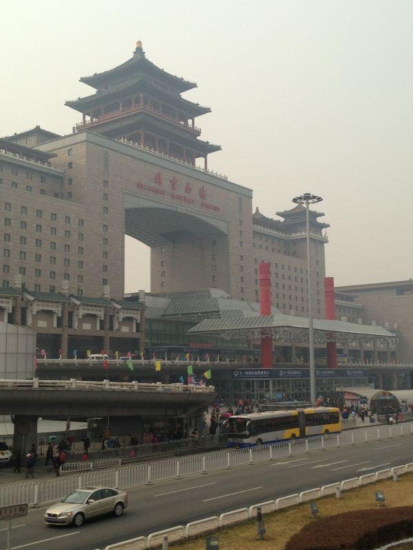 北京西站北广场,路边公交车站,这是我亲自拍摄的照片.-北京站到北