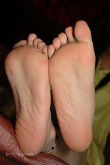 以下这个脚丫子是男人的还是女人的