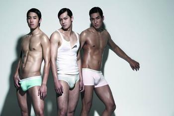 谁有男模代言内裤的照片?