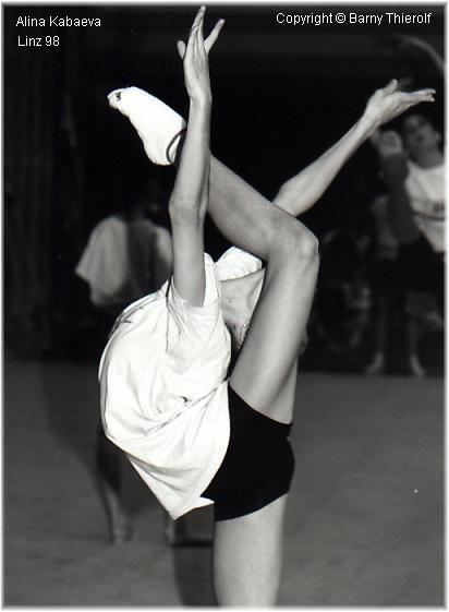 被动柔术,痛苦的练功学习舞蹈杂技的故事有么 想起到激励自己舞蹈之图片