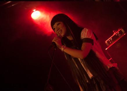 求流月的照片 流月是墨明棋妙的成员,她唱的《混沌》很好听,谁有她的图片