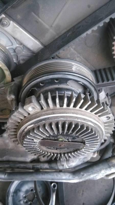 奥迪A6要拆正时皮带 但是风扇和皮带轮拆不掉 有没有拆过的师傅指点高清图片