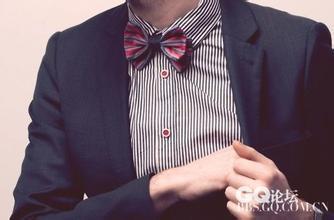 忙,结婚穿黑色西服白色衬衣搭配什么样领带好呢