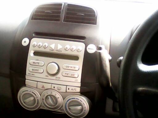 手机知道   来自   请问自动档的汽车手刹在转轮的左边..修车高清图片