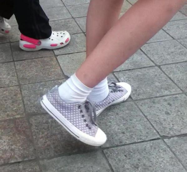 喜欢穿白袜子的女生留