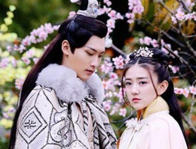 双世宠妃的男主是谁?