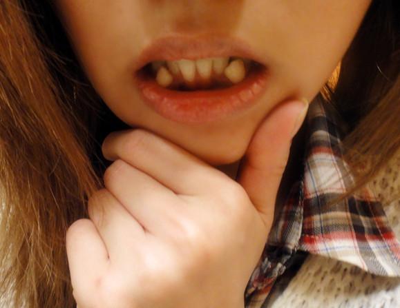 美女沾着唾沫的舌头
