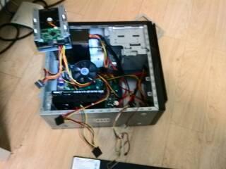 一般的台式电脑电源只有2个硬盘供电接口,我本来有2个图片